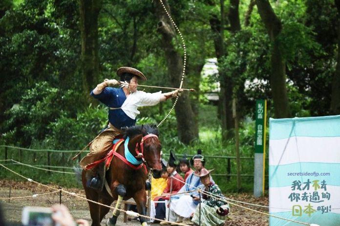yabusame, tiro con arco a caballo en Japón durante el Ritual Yabusame Shinji del festival Aoi matsuri de Kioto