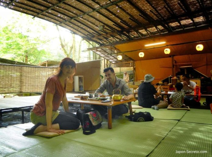 Kawadoko (comida sobre el río). Kibune (Kioto)