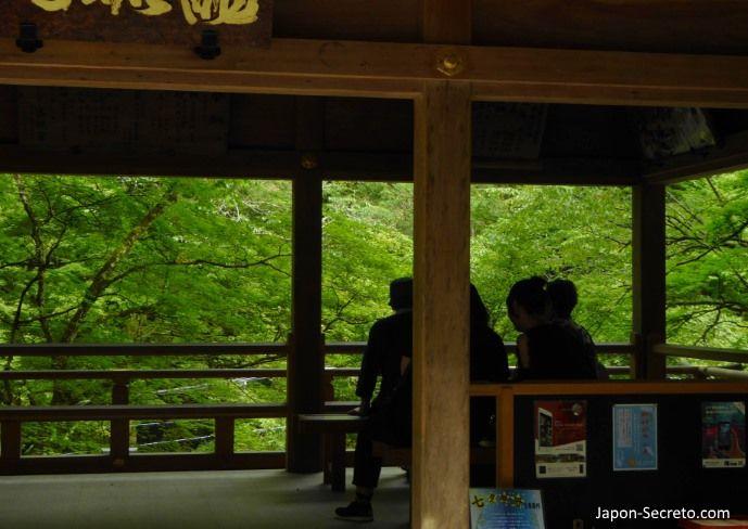 Santuario Kifune. Excursión a Kibune (Kioto) en verano.