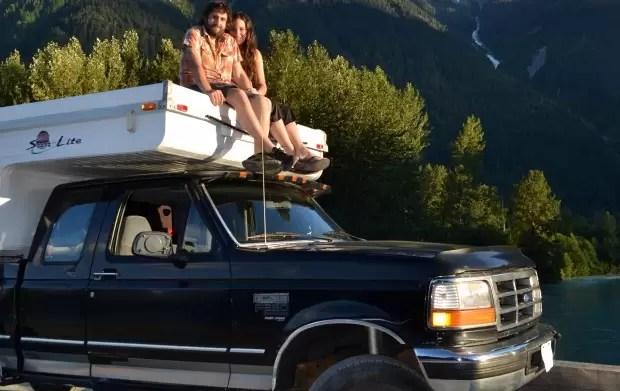Casal viaja do Alasca ao Chile com veículo movido a óleo de cozinha