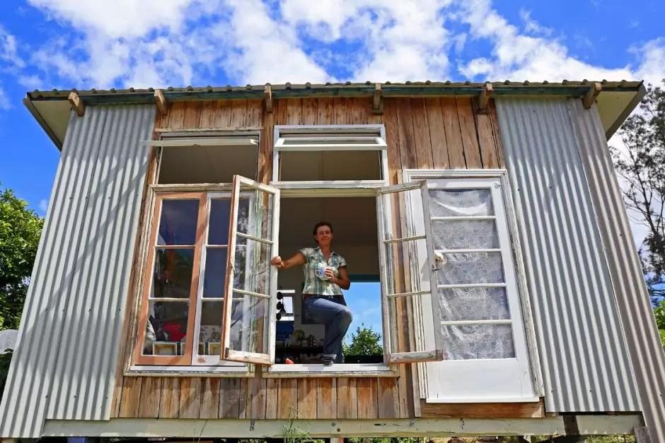 Australiana vive há um ano sem dinheiro e é mais feliz que nunca