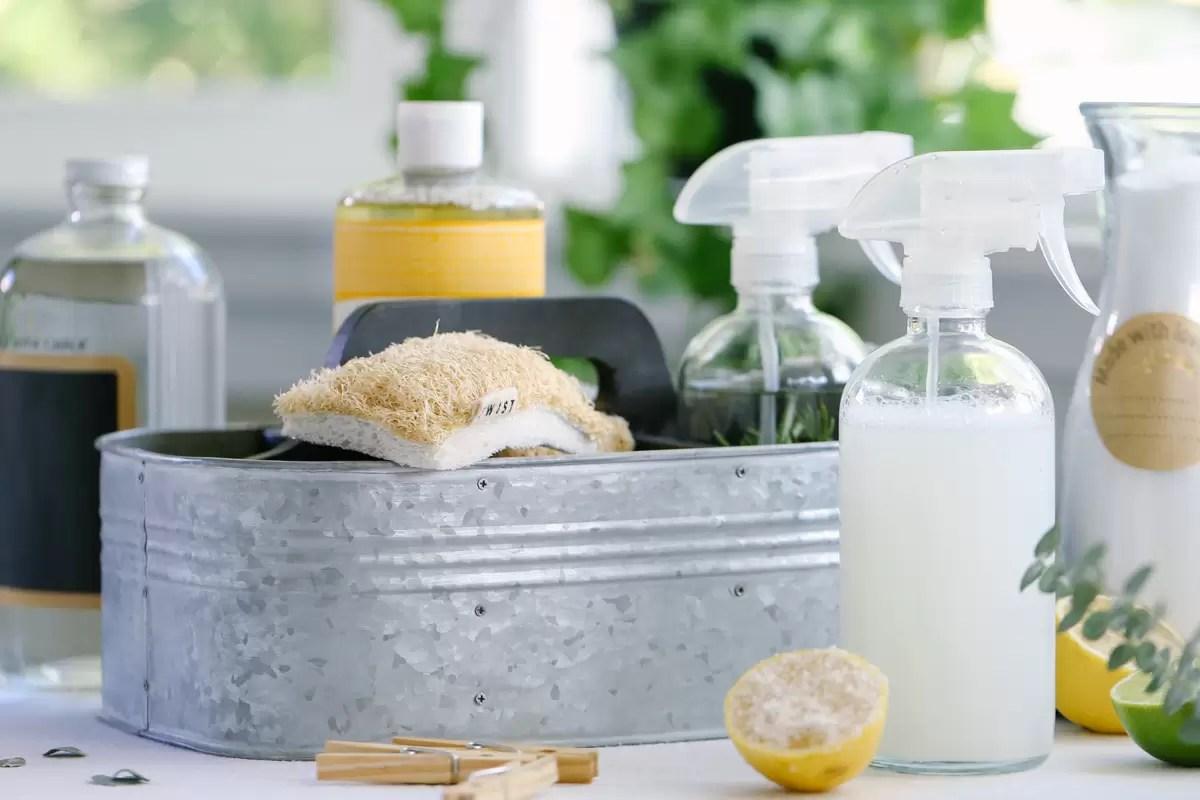 Aprenda a fazer o seu próprio desinfetante natural