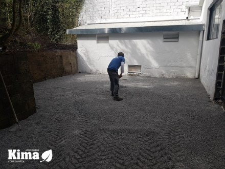 Decoracion de patio con grava