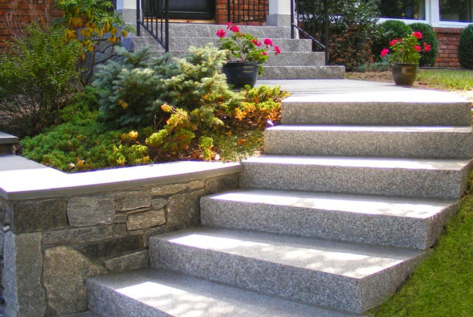 Escalier bien solide et à niveau.