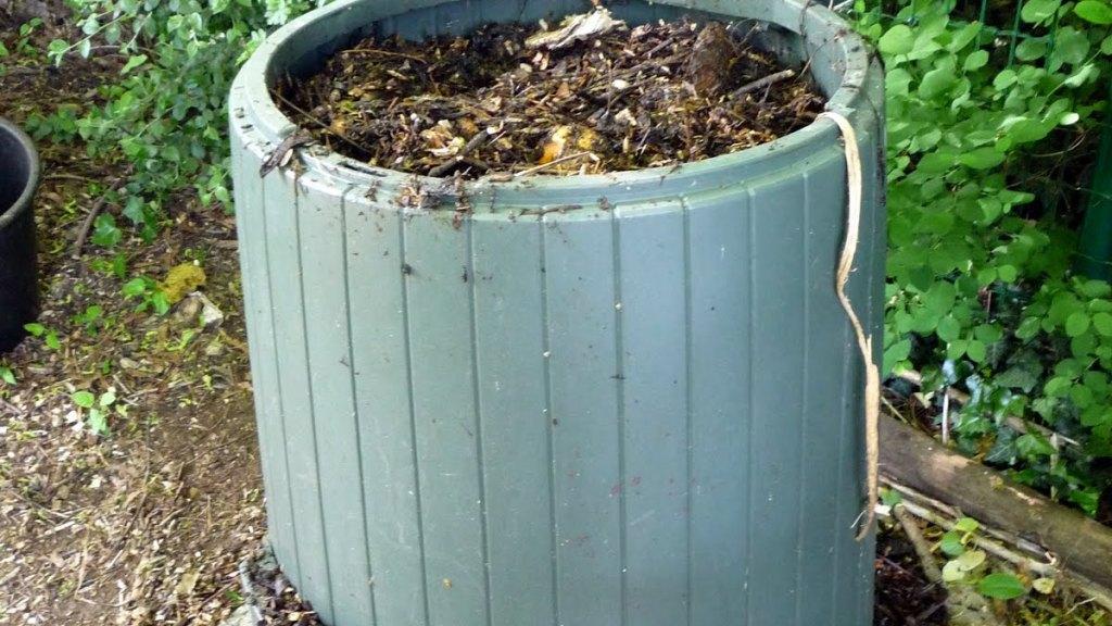 Composteur fait de plastique.