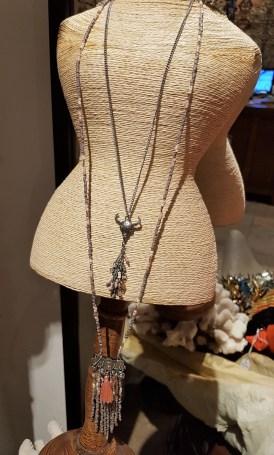 """Sautoir """"Buffle"""" chaîne et pendentif en métal argenté, INDE - Prix de vente : 15€."""
