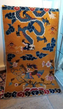 """Tapis """"Ningxia"""" en laine et chaîne en coton ; tissage traditionnel fait à la main sans jute (Début 20ème siècle), CHINE - Dimension : 150 cm x 82 cm - Prix de vente : 950€."""