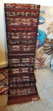 """Tapis """"Kilim"""" Ouzbek en laine ; tissage traditionnel fait à la main sans jute (Années 1950), OUZBEKISTAN - Dimension : 172 cm x 44 cm - Prix de vente : 300€."""