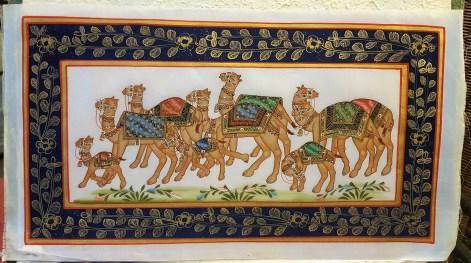 Pitchway peint à la main sur tissu représentatif de scène indienne, INDE - Dimension : 22.5 cm x 40 cm - Prix de vente : 55€.