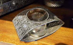 Photophore en métal filigrane, INDE - Prix de vente : 25€.