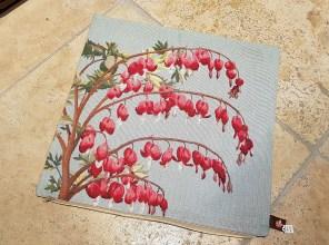 """Housse de coussin """"Fleur de Marie"""" en coton doublé d'une toile en coton, fermeture éclair, FRANCE - Dimension : 50 cm x 50 cm - Prix de vente : 65€."""