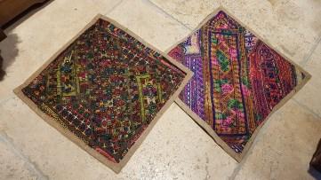 """Housse de coussin """"Kilim"""" en laine et doublé en toile de coton, fermeture éclair, IRAN - Dimension : 37 cm x 37 cm - Prix de vente : 15€."""