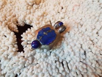 Pendentif en lapis lazuli, montage en argent, AFGHANISTAN - Prix de vente : 180€.