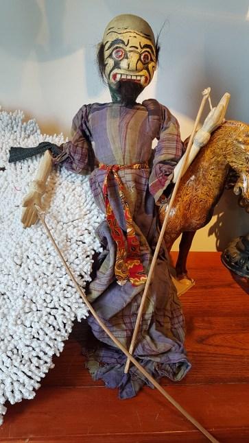 """Marionnette """"Wayang Galek"""" utilisée lors de spectacles traditionnels sur jeu d'ombres, JAVA - Années 1950 - Prix de vente : 150€ ."""