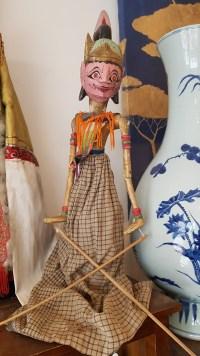 """Marionnette """"Wayang Galek"""" utilisée lors de spectacles traditionnels sur jeu d'ombres, JAVA - Années 1950 - Prix de vente : 150€."""