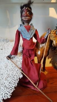 """Marionnette """"Wayang Golek"""" utilisée lors de spectacles traditionnels sur jeu d'ombres (années 1950), JAVA - Prix de vente : 150€."""