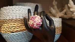 Bague en perle d'eau douce et en quartz rose, montage en métal argenté, CHINE - Prix de vente : 30€.