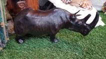 Rhinocéros en cuir, CHINE - Prix de vente : 85€.