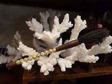 Pinceau chinois en perle de résine et poil de chèvre, CHINE - Prix de vente : 25€.