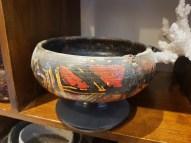 Coupe sur pied en bois patiné et décor peint à la main, INDE - Prix de vente : 60€.