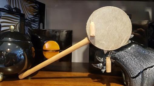 Tambourin en bois et cuir tendu, INDONESIE - Prix de vente : 5€.