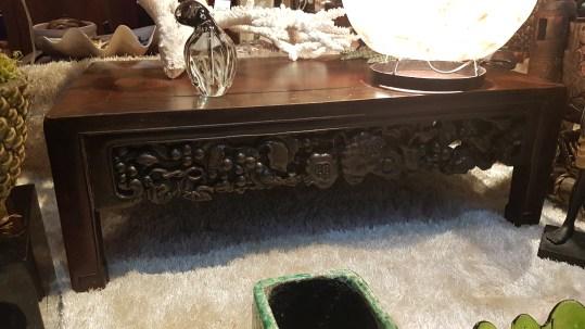 Table en bois de fer sculpté (XIVème siècle), CHINE - Dimension : 76 cm de large x 41 cm de profondeur - Prix de vente : 490€.