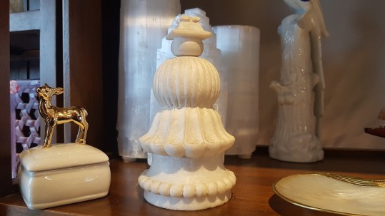 Totem sculpté en marbre blanc, Agra en INDE - Prix de vente : 120€.
