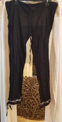 Pantalon style sarouel en voile de coton, lien à la taille, INDE - Prix de vente : 15€.