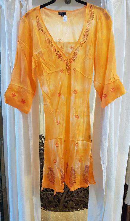 Robe en soie brodé de motif, INDE - Prix de vente : 55€.