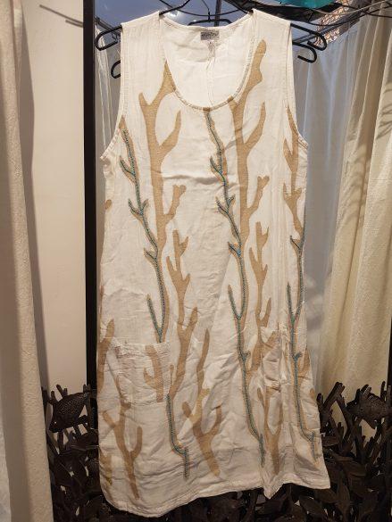 """Robe """"Corail"""" en voile de coton doublé et perles brodées, INDE - Prix de vente : 65€."""