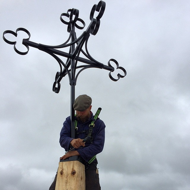 Jag när jag monterar tillbaka tornkorset på Odarslövs Kyrka utanför Lund för några veckor sen, tillsammans med J. Sjöblom Bygghantverk 🇬🇧Me fixing cross at the top of church tower outside Lund, on a job with J. Sjöblom Bygghantverk