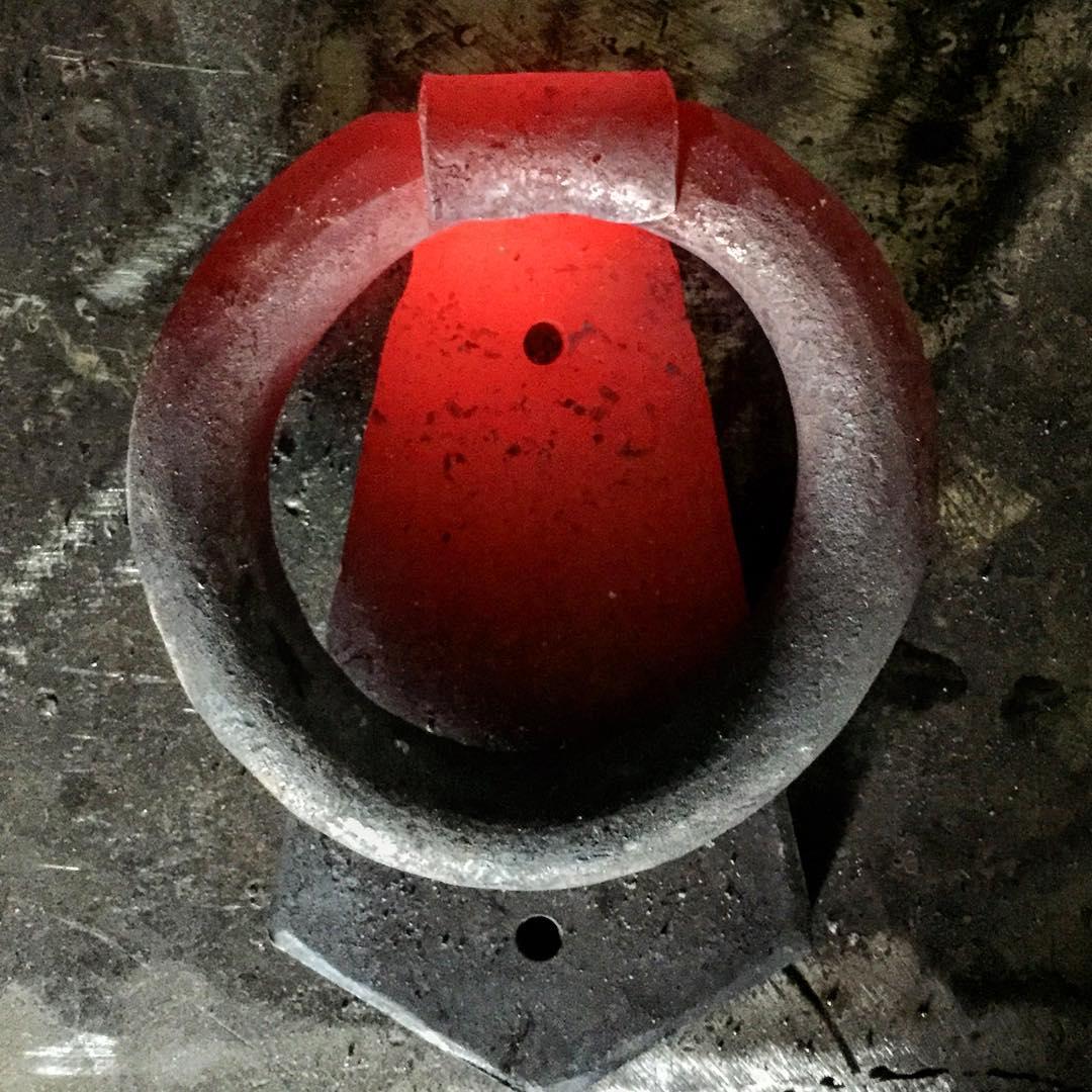 Simpel kläpp, direkt från ässjan. ??Simple knocker fresh from the forge