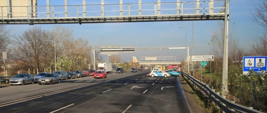Auto accident blocks highway