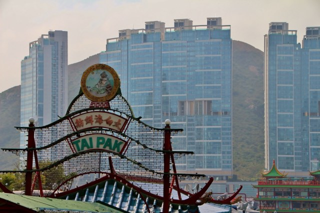 ideal location, mountains, apartments, harbour club, famous restaurant