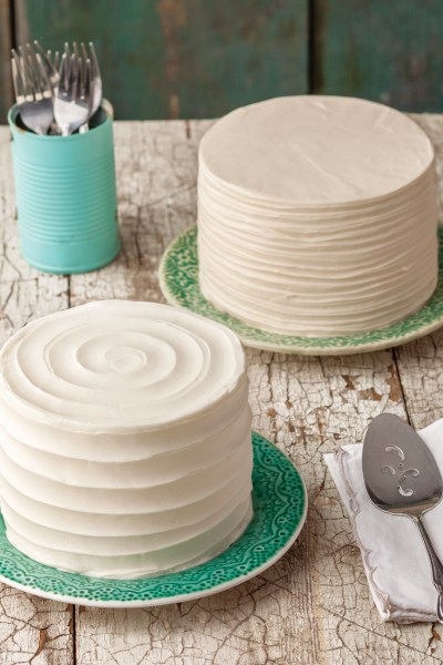 How to Frost Beautiful Cakes (Buttercream Basics Giveaway)