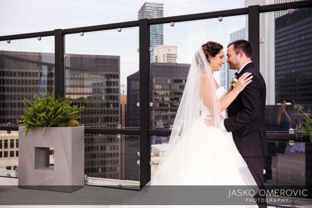 chicago-wedding-photographer-wyndgam-hotel-river-front-11