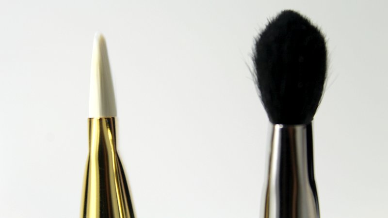 Tom Ford Shade and Illuminate brush vs MAC 227 Eye brush