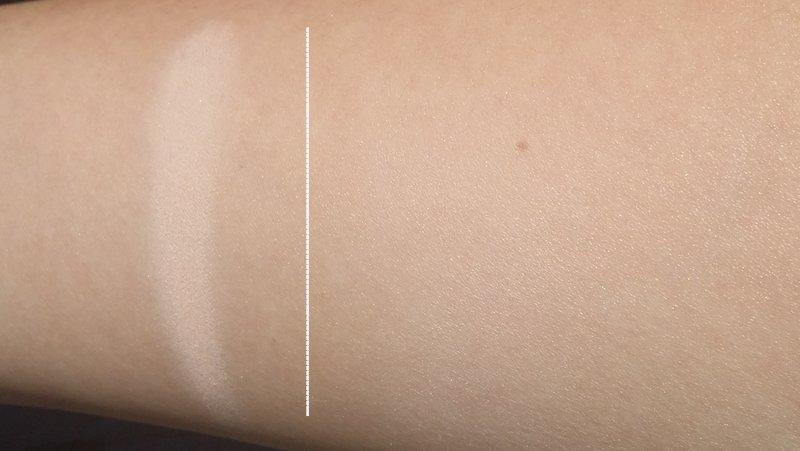 Links: zware swatch. Rechts: geblend. Praktisch onzichtbaar op foto, maar in realiteit lijkt dit stukje huid heel helder.
