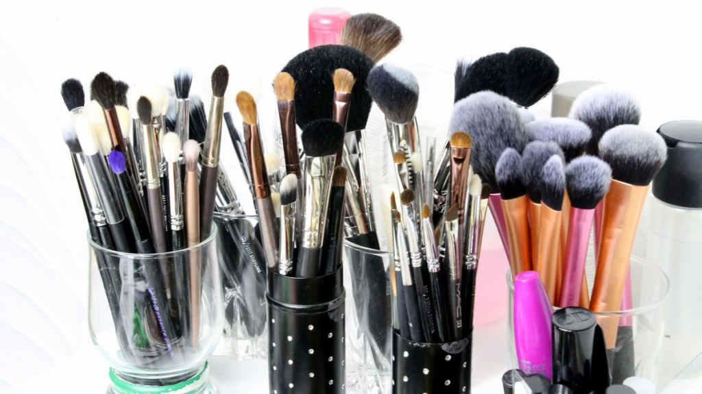 make up collection brushes storage