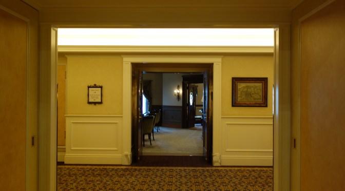 ホテルミラコスタのサローネ・デッラミーコでチェックイン手続き