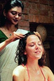 Head-massage-photo-credit-Kerala-Tourism-CC-BY-SA-2.0