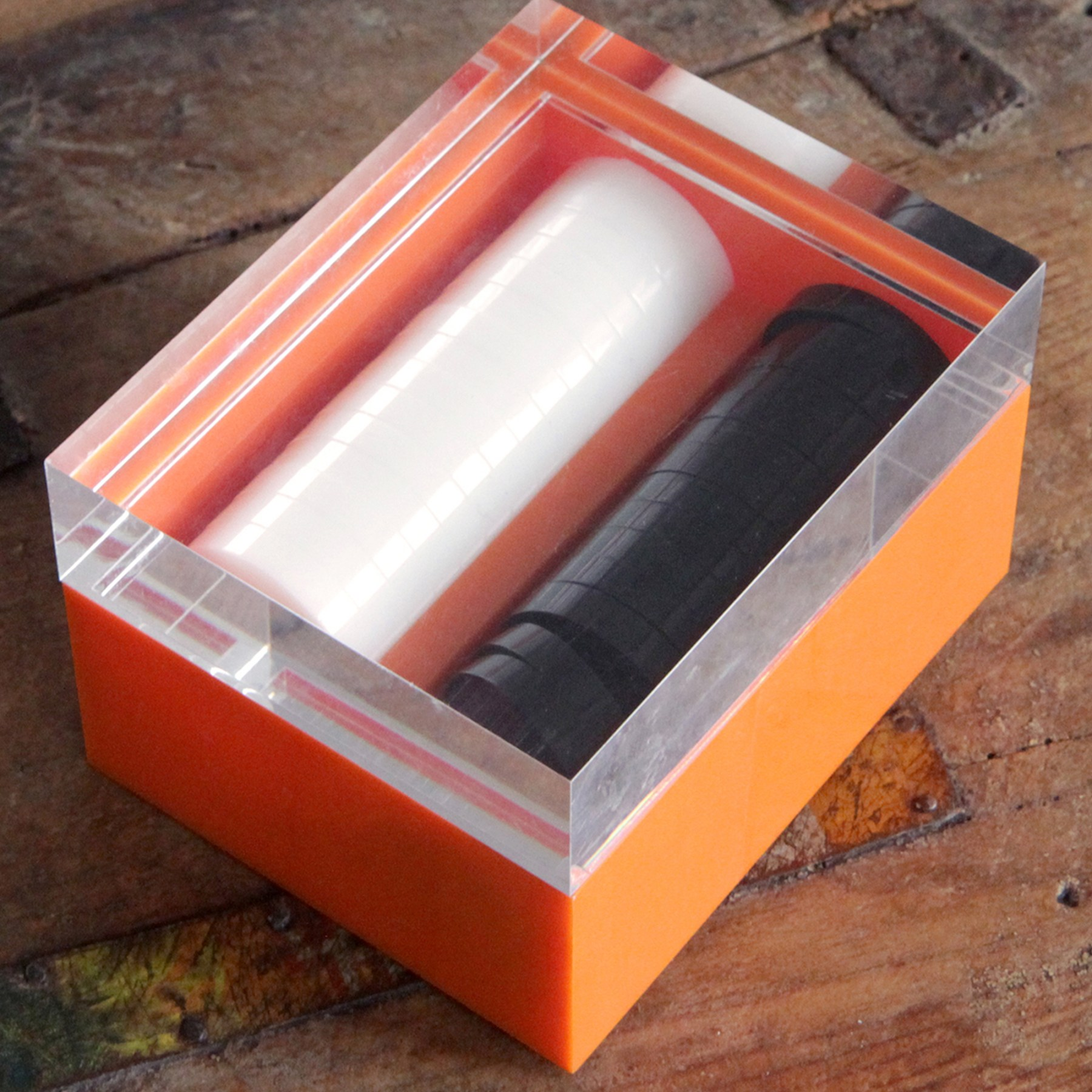 0032-acrylic-backgammon-box-closed-square