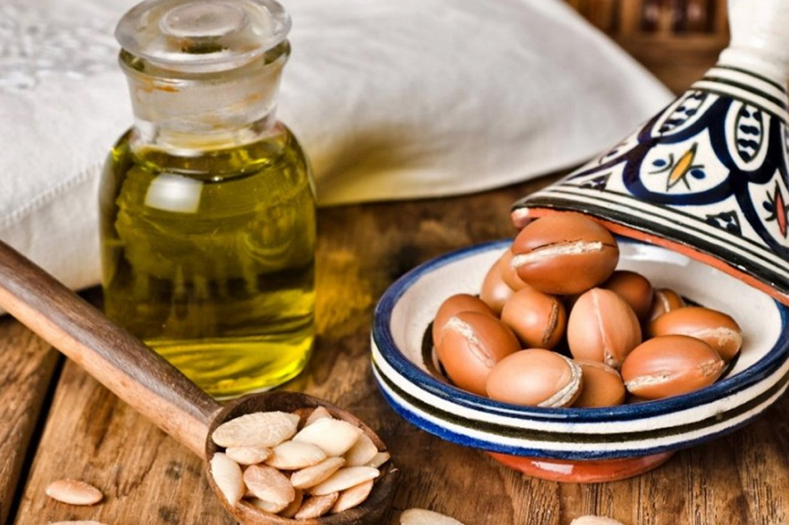 TSDS108323-argan-nuts-lifestyle