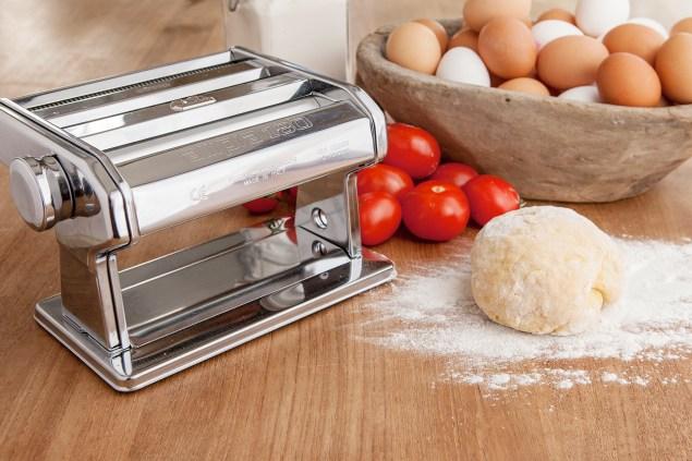 marcato-pasta-machine-with-dough