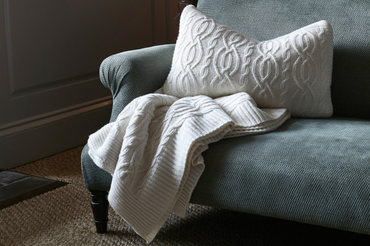 soho-house-cable-knit-throw-ivory-0002