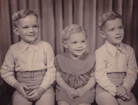 010_Boy on left