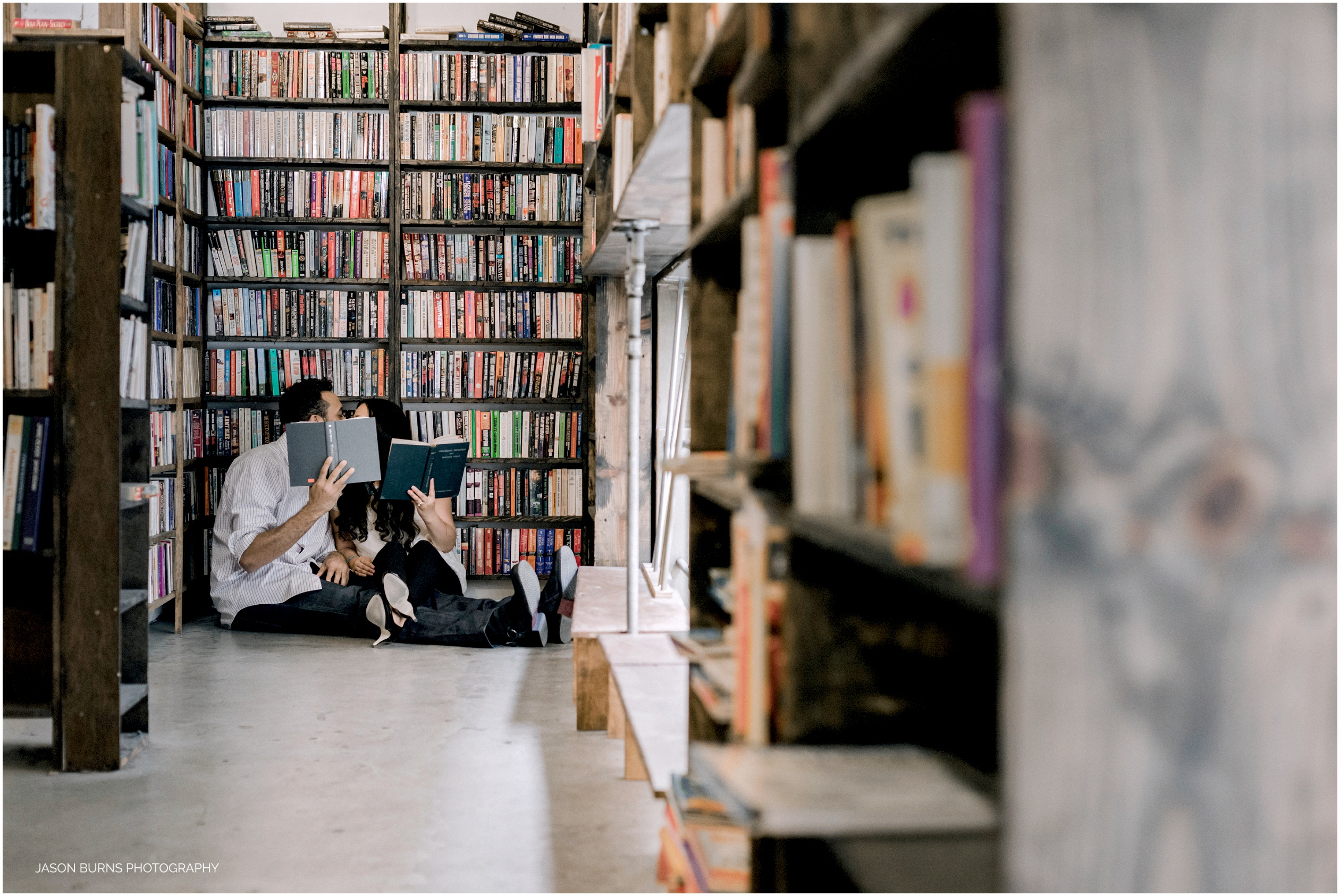 Los-angeles-engagement-session-the-last-bookstore03