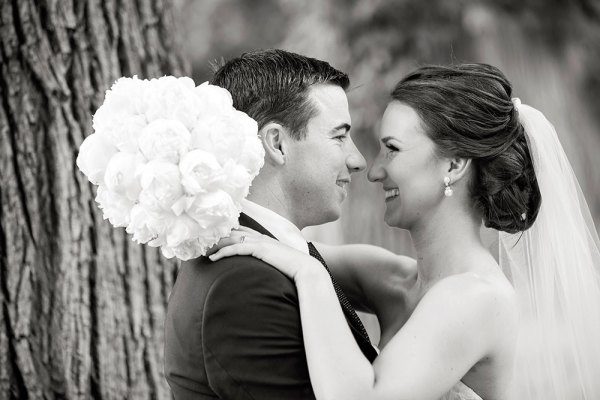 black and white wedding photo of bride and groom at Albury Botanic Gardens