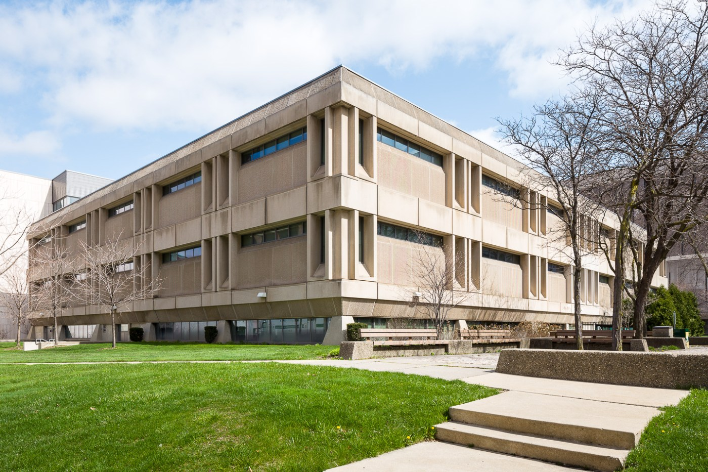 Shiffman Medical Library in Detroit by O'Dell, Hewlett, and Luckenbach. Photo by Jason R. Woods.