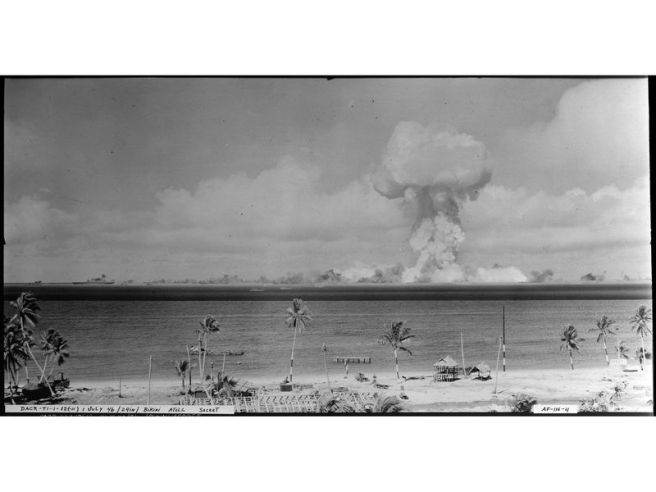 atomic_cloud_during_-able_day-_blast_at_bikini_first_picture_of_atomic_shock_wave_-_nara_-_520713